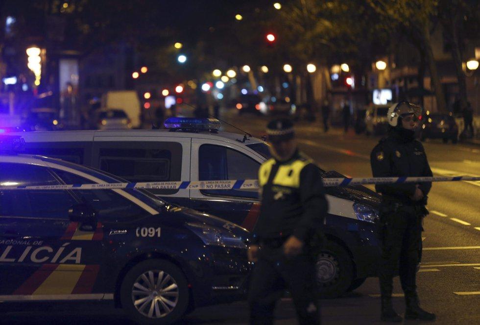 La policía ha mantenido acordonada la zona durante varias horas.