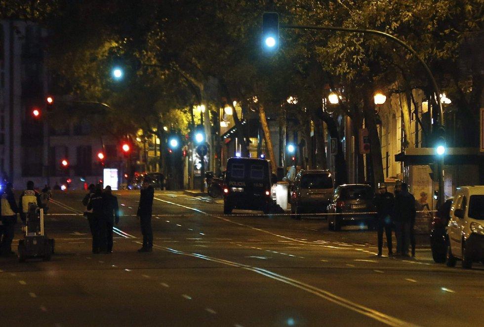 Desde primera hora de la mañana las cercanías de la calle Génova han estado con los accesos cortados.