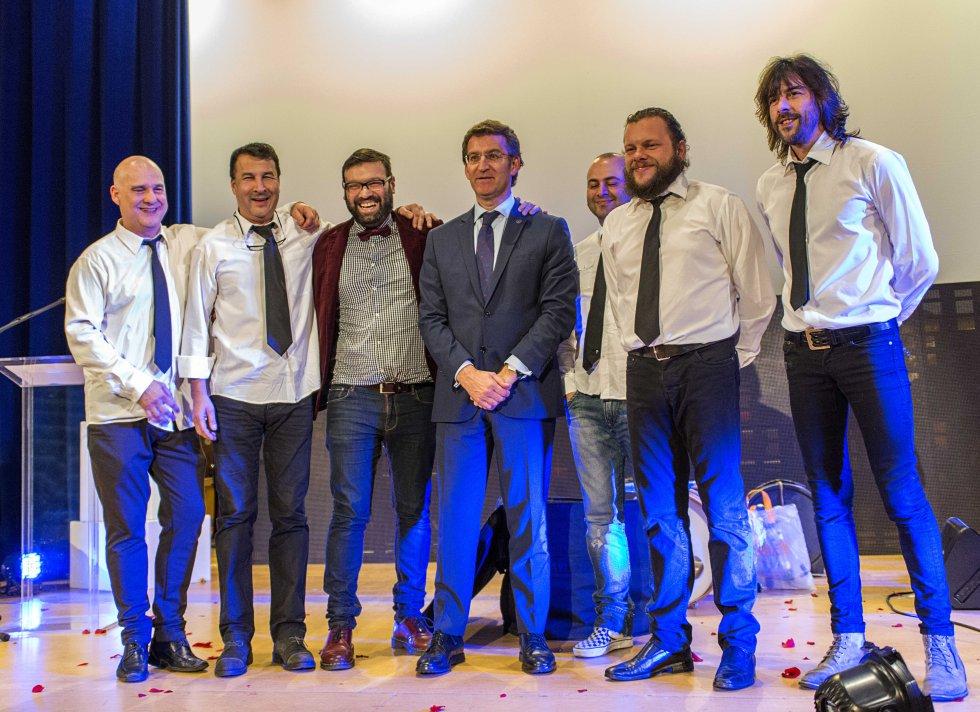 Banda M80 con el presidente de la Xunta de Galicia