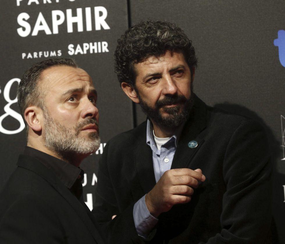 El cineasta Alberto Rodríguez y el actor Javier Gutiérrez posan a su llegada