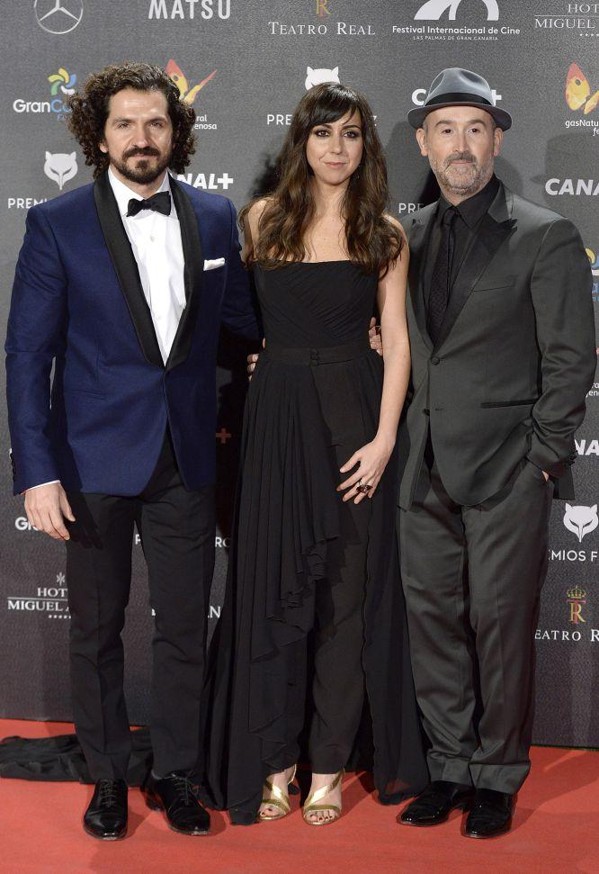 Jorge Torregrosa, Carmen Ruiz y Javier Cámara posan juntos en los premios Feroz