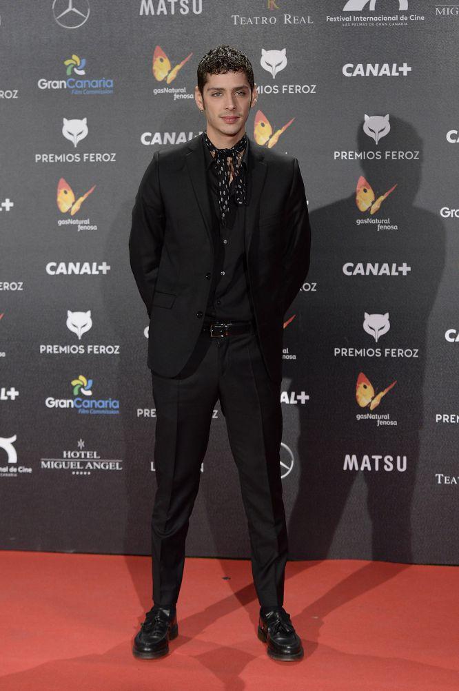El actor Eduardo Casanova prefirió el pañuelo a la corbata