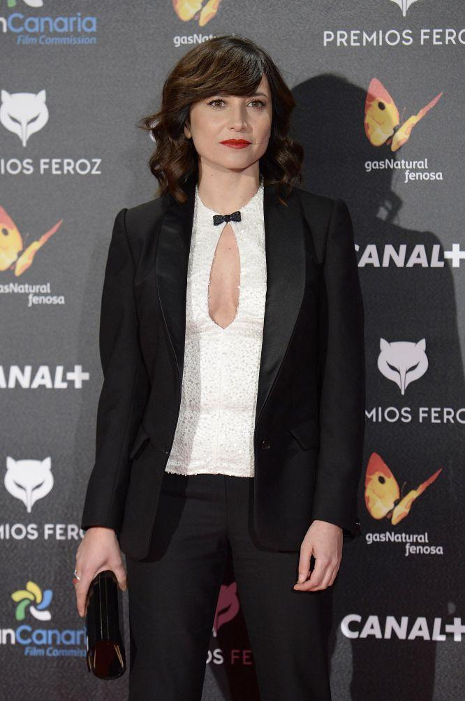 Marian Álvarez, muy femenina con un traje de chaqueta