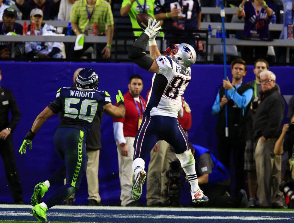 Rob Gronkowski hace el segundo touchdown de los Patriots.