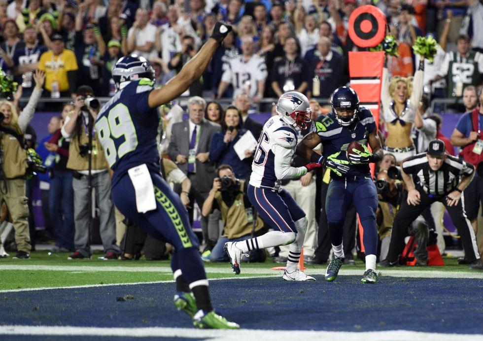 Chris Matthews atrapa el balón en el segundo touchdown de Seattle.