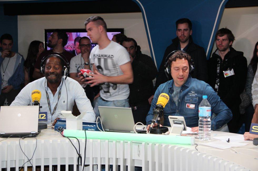 Luis Jones, junto a Ponseti, durante la transmisión de la Super Bowl