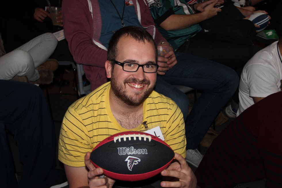 Uno de los ganadores de los balones que hemos repartido durante la Super Bowl.