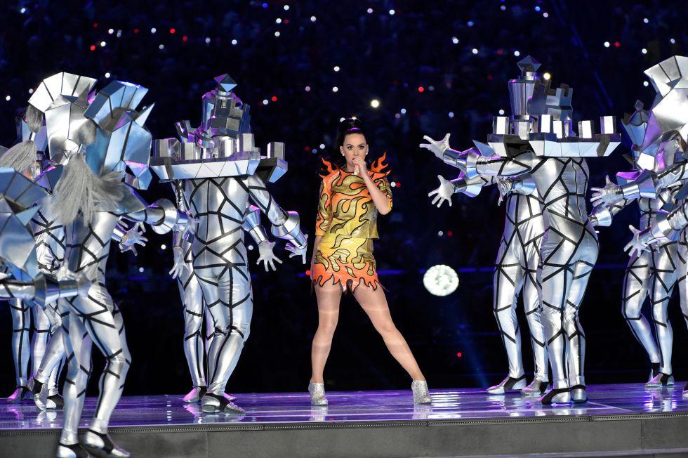 Katy Perry actúa en la final de la NFL.