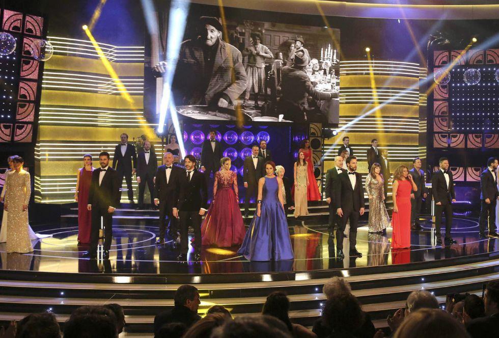 Actuación inicial de la gala de entrega de los premios Goya 2015