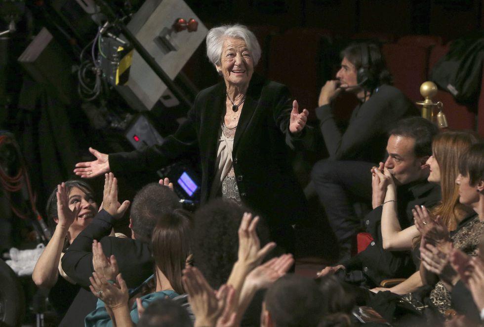 La actriz Asunción Balaguer, durante el homenaje improvisado que le ha dedicado el público