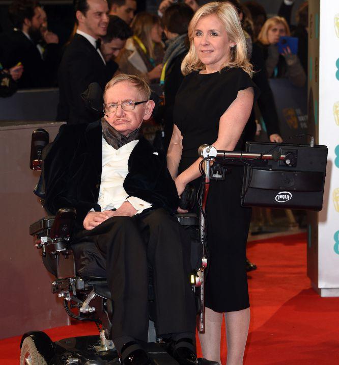 Stephen Hawking y su hija Lucy Hawking, en los Bafta