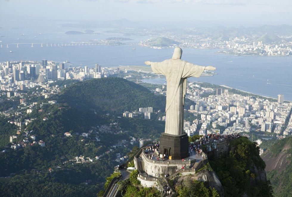 Probablemente sea su playa de Copacabana o el Cristo del Corcovado el principal reclamo que tiene esta ciudad. No se puede negar que una de la ciudad más poblada del mundo atraiga cada año a millones de turistas.
