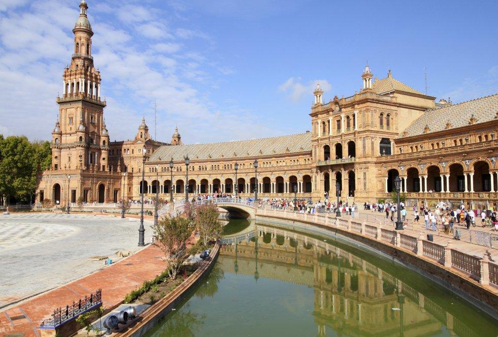 Una de las ciudades más bellas de España se ha colado en esta clasificación mundial por motivos obvios. Su elegante arquitectura y el río Guadalquivir otorgan a Sevilla un aire de grandeza singular.