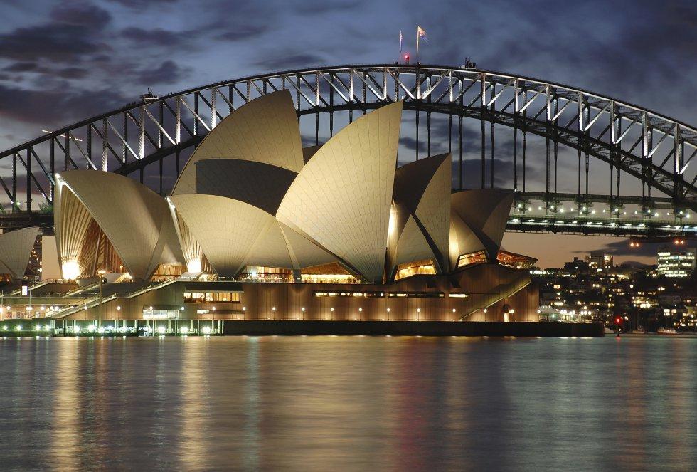 La ciudad de Sidney es la más antigua del continente oceánico. Sus hermosas playas y sus emblemáticos monumentos han convertido a esta ciudad en un reclamo turístico mundial.
