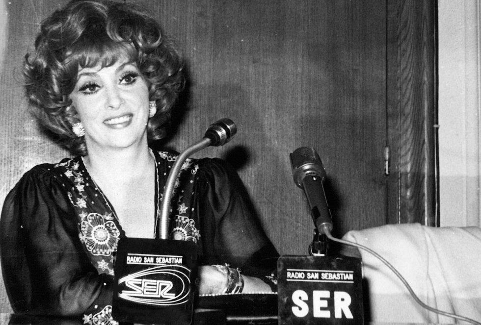 Gina Lollobrigida frente a los micrófonos de Radio San Sebastián