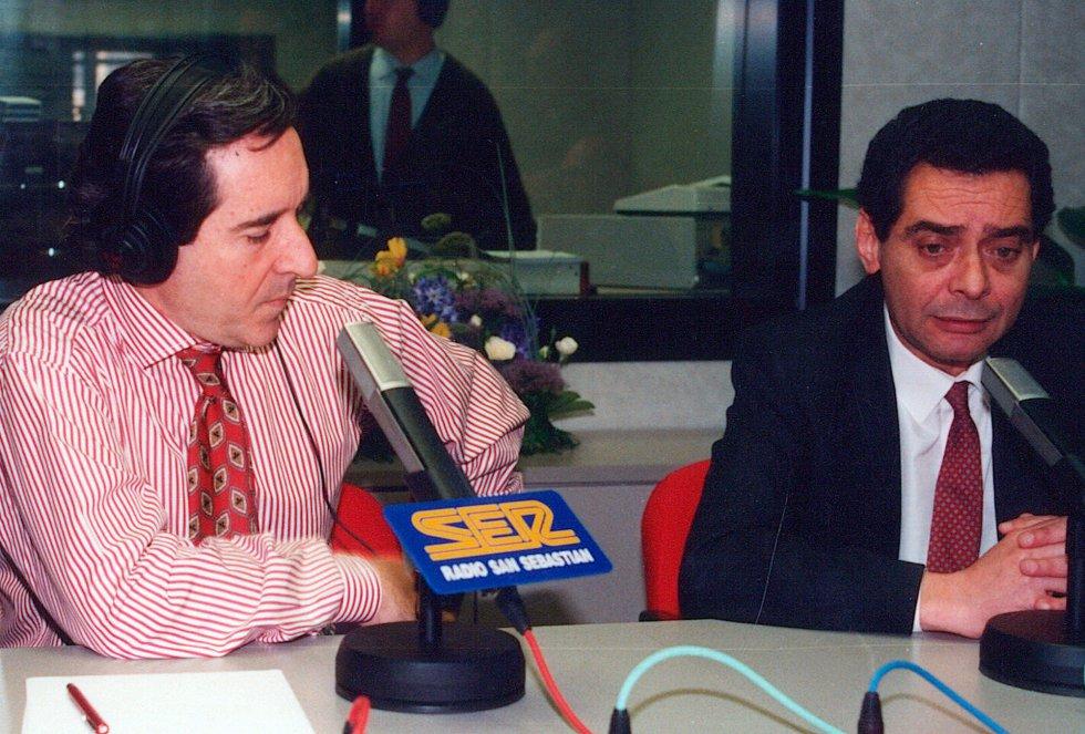 Iñaki Gabilondo y Augusto Delkader en la inauguración de los estudios de Radio San Sebastián en 1992