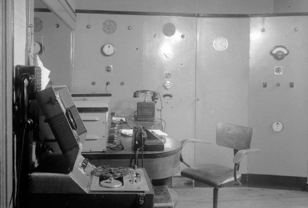 Control central de Radio San Sebastián en la Avenida de la Libertad, 27, en 1952