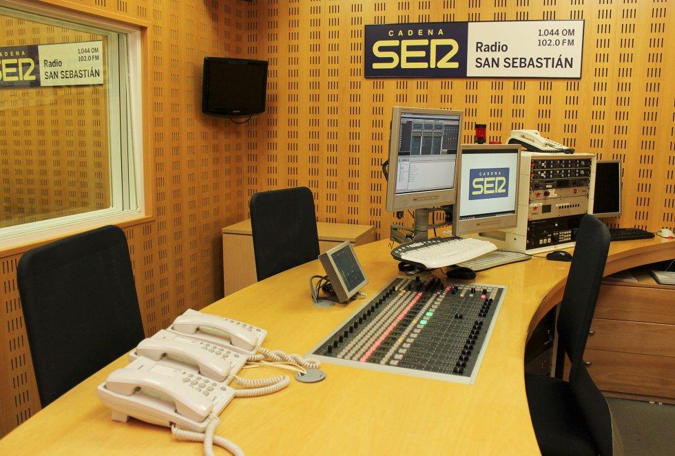 Control central de Radio San Sebastián, en Paseo de Portuetxe, 51, en 2015
