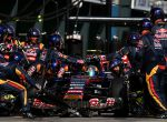 MELBOURNE, AUSTRALIA - MARCH 15: Carlos Sainz of Spain and Scuderia Toro Rosso makes a pit stop during the Australian Formula One Grand Prix at Albert Park on March 15, 2015 in Melbourne, Australia. (Photo by Mark Thompson/Getty Images)