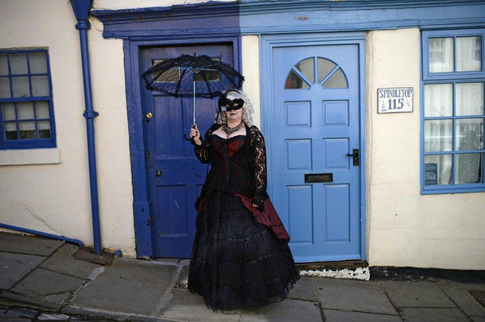 La cultura gótica surge en 1980 con la puesta en escena de lo punk, descubriendo nuevos estilos musicales y de moda.