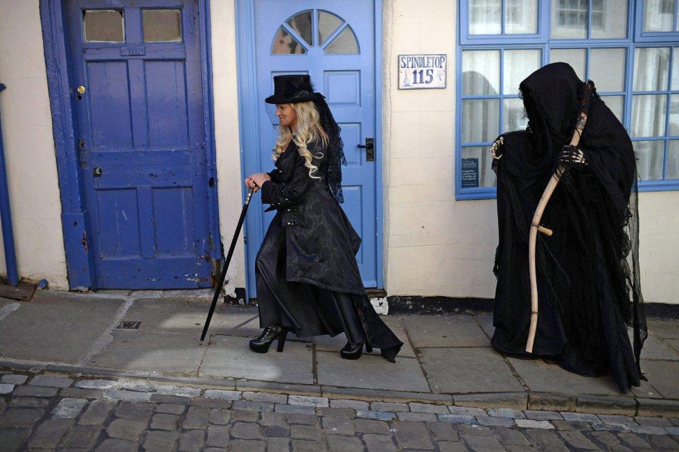 El festival atrae desde hace veinte años a más de 10.000 personas, seguidores del movimiento gótico y turistas.