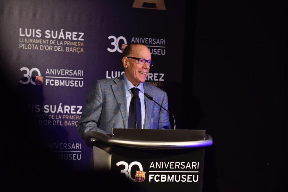 Luis Suárez da su discurso tras ceder su Balón de Oro