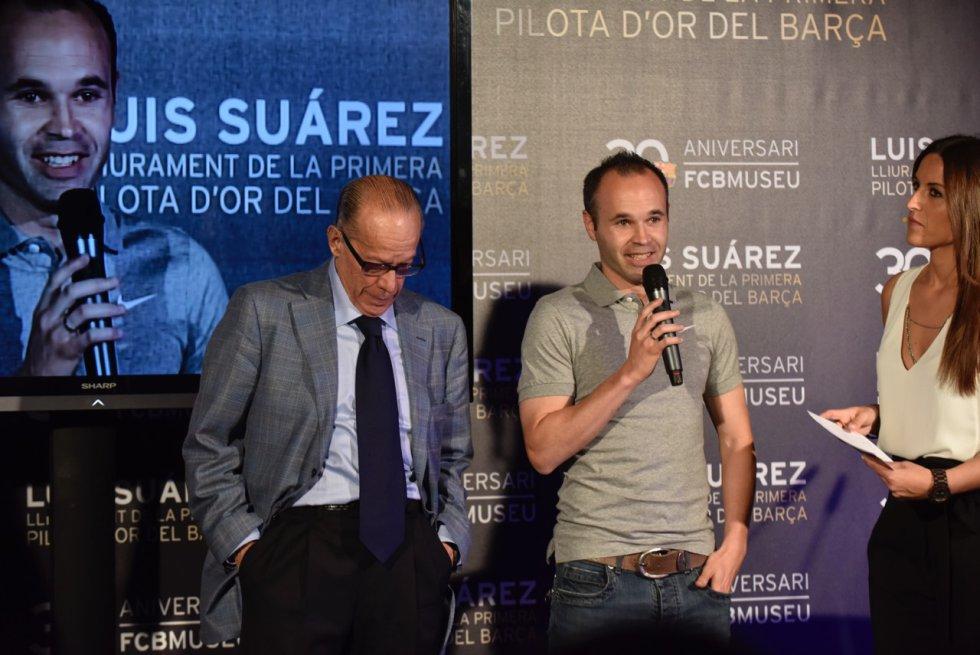 Iniesta, jugador del primer equipo del Barça, estuvo presente en el acto con Luis Suárez