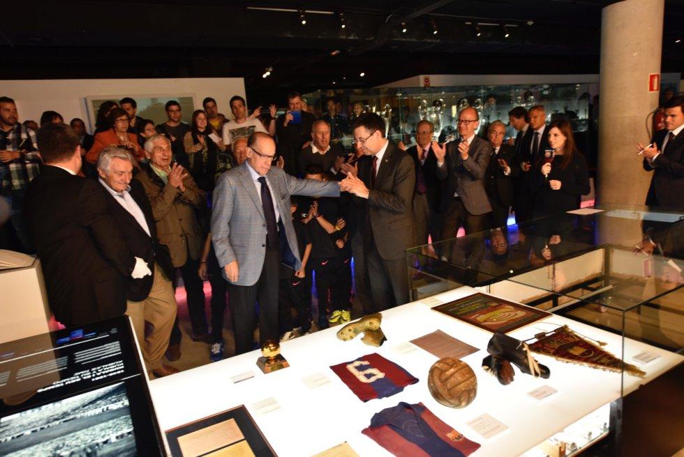 El Barça, con su presidente Bartomeu a la cabeza, quiso rendir homenaje al único Balón de Oro español de la historia