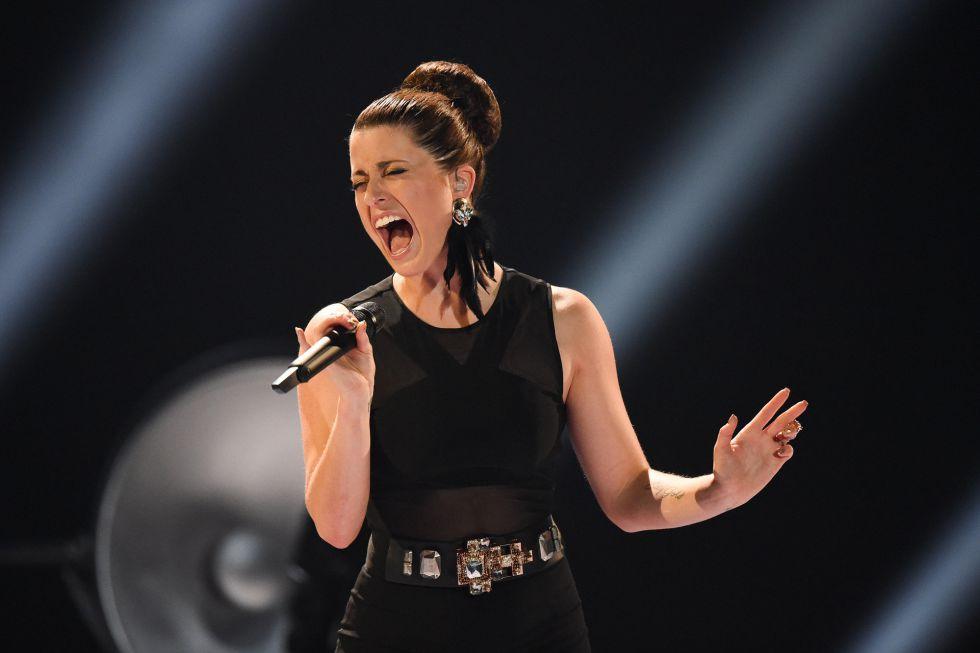 "Ann Sophie Duermeyer, de Alemania, canta ""Black smoke""."