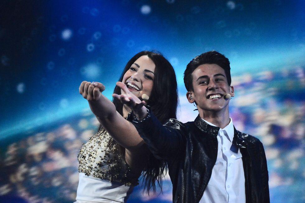 """Anita Simoncini y Michele Perniolla, de San Marino, cantan """"Chain of Lights"""""""