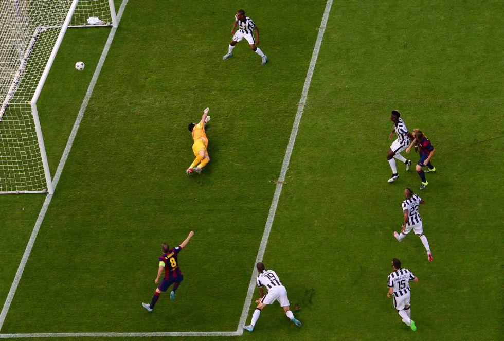 El croata anota el primer gol del partido en el minuto 3 tras una maravillosa jugada del equipo