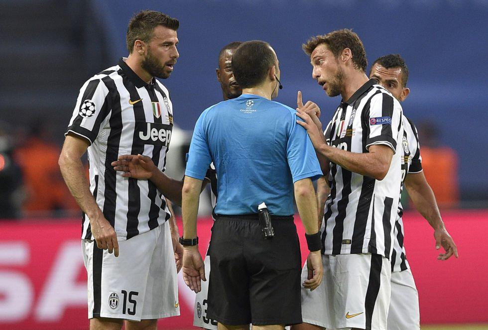 Los italianos aumentaron la presión para intentar igualar el partido ante el Barcelona