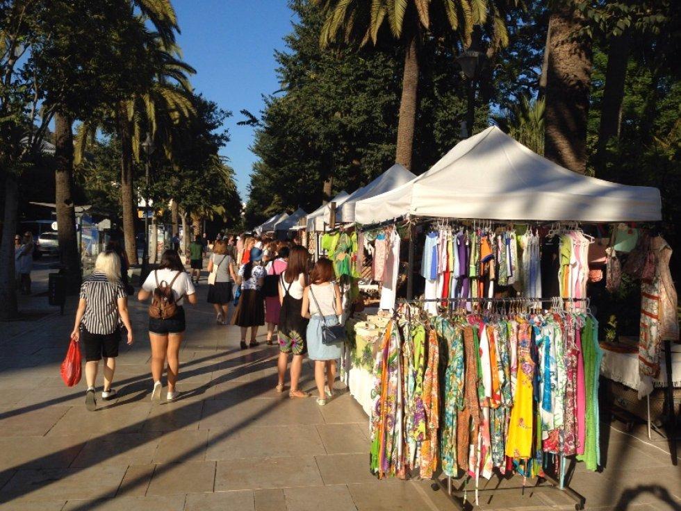 Para realizar compras o descubrir algún regalo en Actúa Málaga