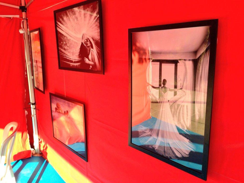 Pintores y artistas de la ciudad muestran lo mejor de sus obras en la Plaza de la Marina