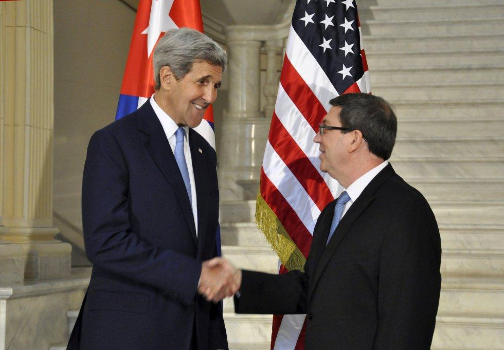 El secretario de Estado de EEUU, John Kerry, y el ministro cubano de Exteriores, Bruno Rodríguez, se reunieron en La Habana tras la ceremonia de reapertura formal de la embajada estadounidense en la capital de Cuba.