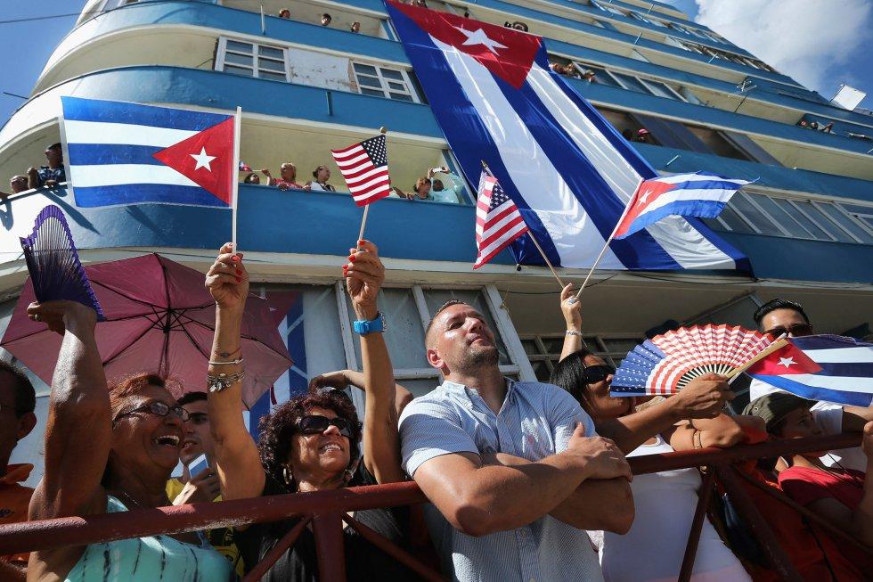 Las banderas de EEUU y Cuba se mezclaban este viernes histórico en las calles de La Habana.
