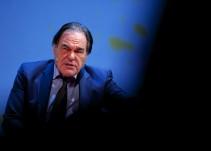 "Oliver Stone: ""Aznar fue un perro faldero de Bush"""