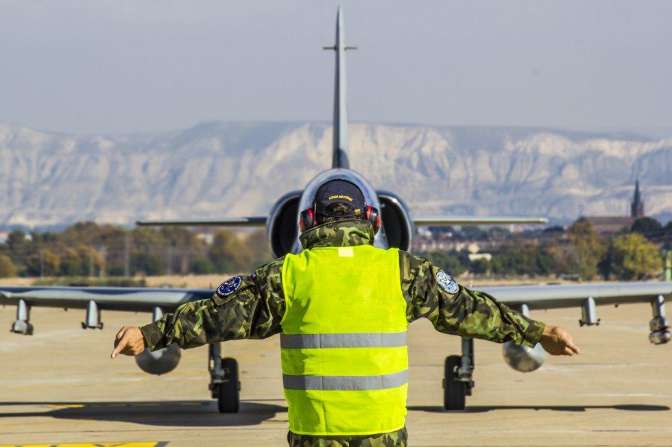 """El oficial del ejército del aire, Félix Barquero, explica que """"no hay una amenaza definida, pero estamos en un mundo sujeto a una realidad cambiante donde el peligro puede surgir en cualquier lugar y momento. Por eso realizamos estos ejercicios""""."""