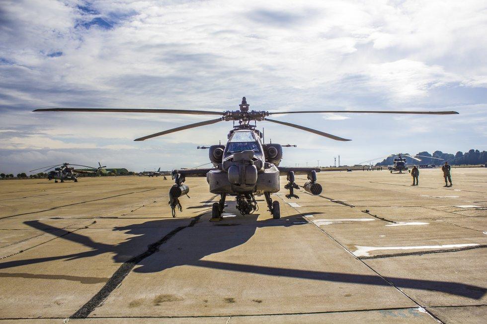 Hasta Zaragoza han llegado muchos helicópteros de varios países. Estos vehículos aéreos pueden alcanzar los 360 km/h y llegan a levantar 13 toneladas. Algunos como el Mil Mi-17, curiosamente, son de fabricación rusa.