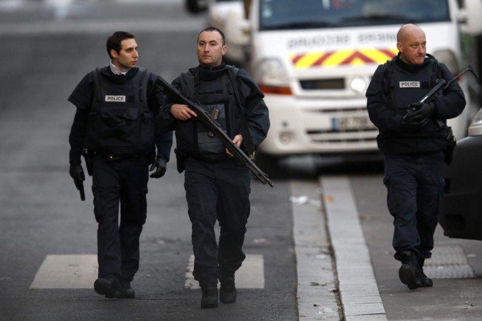 Unidades del Ejército francés se han desplegado en el centro de Saint Denis (al norte de París), donde se ha producido el asalto contra un grupo de terroristas atrincherados