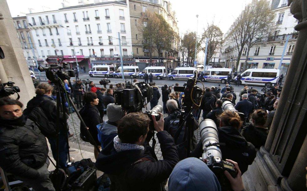Decenas de periodistas siguen de cerca la operación policial