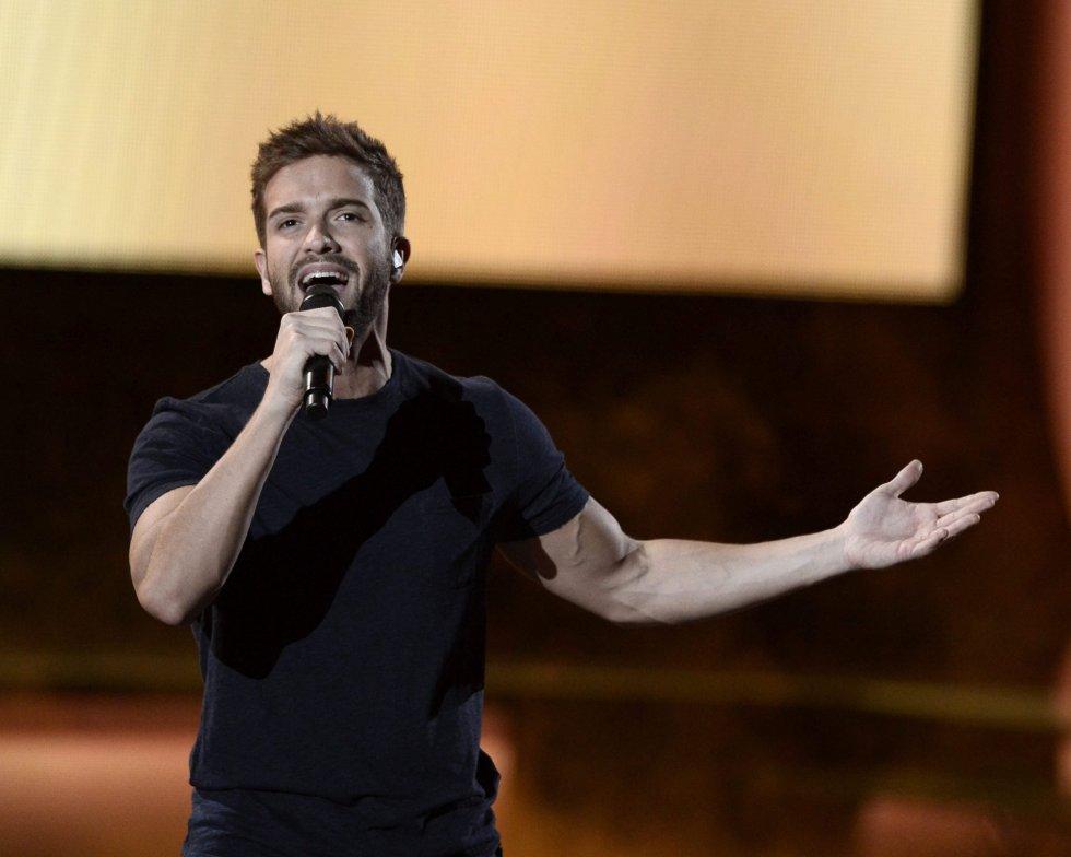 El cantante español Pablo Alborán actúa durante la gala de los Premios Grammy Latinos en Las Vegas (Estados Unidos).