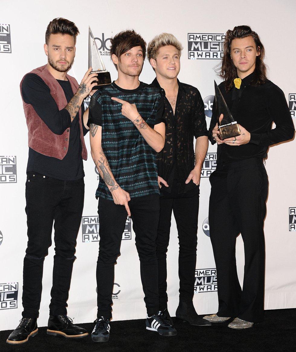 Liam Payne, Louis Tomlinson, Niall Horan y Harry Styles, de One Direction, posan ante la prensa en los American Music Awards 2015.