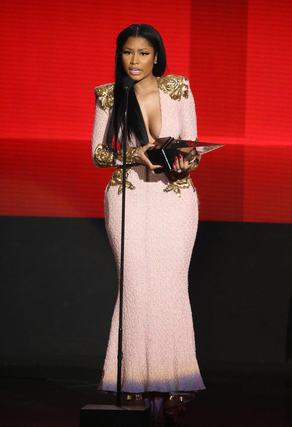 Nicki Minaj, en el escenario de los American Music Awards 2015.