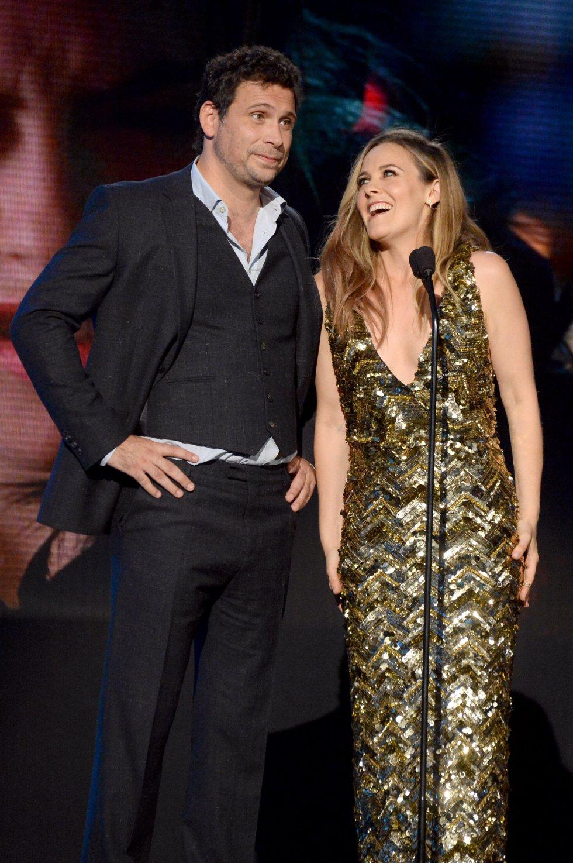 Los actores Jeremy Sisto y Alicia Silverstone, en el escenario de los American Music Awards 2015.