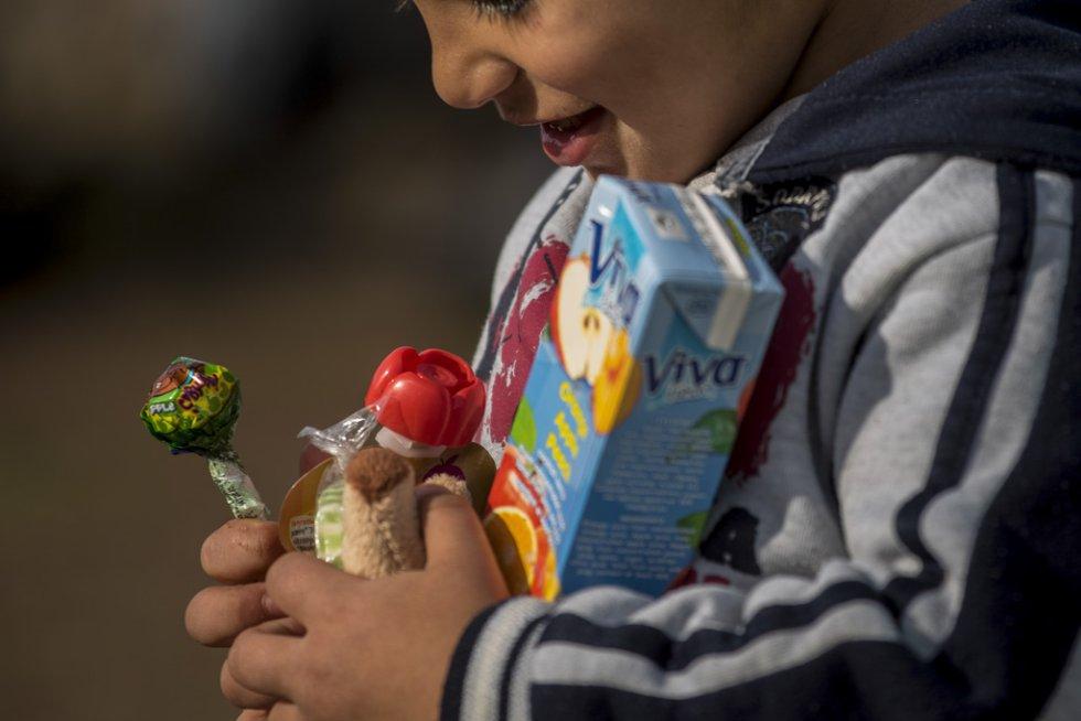 Tres meses después de la muerte de Aylan Kurdi, Save the Children recuerda que la seguridad de las fronteras no puede estar por encima de los derechos de los refugiados. Solo a Grecia han llegada más 728.000 personas refugiadas en lo que va de año, el 26% son niños. La mayoría han llegado en pequeñas embarcaciones a la isla griega  de Lesbos procedentes de Turquía. Desde la muerte de Aylan más de 120 niños han muerto en el mar intentando llegar a Europa.