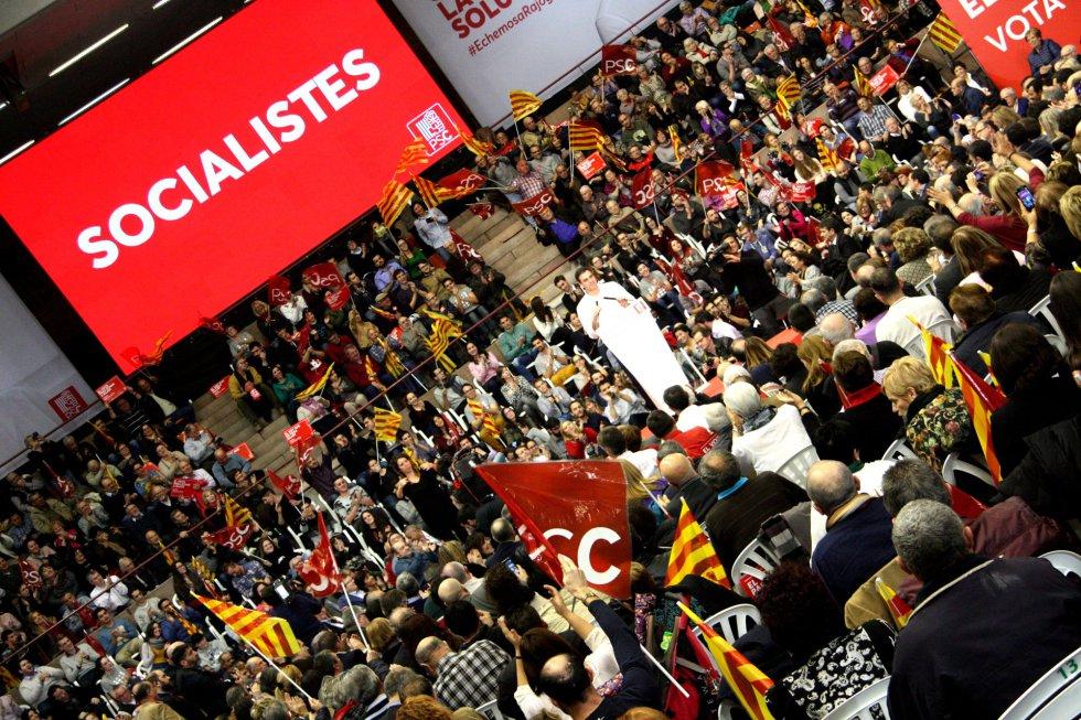 El candidato del PSOE, Pedro Sánchez, en uno de los actos de final de campaña en Barcelona
