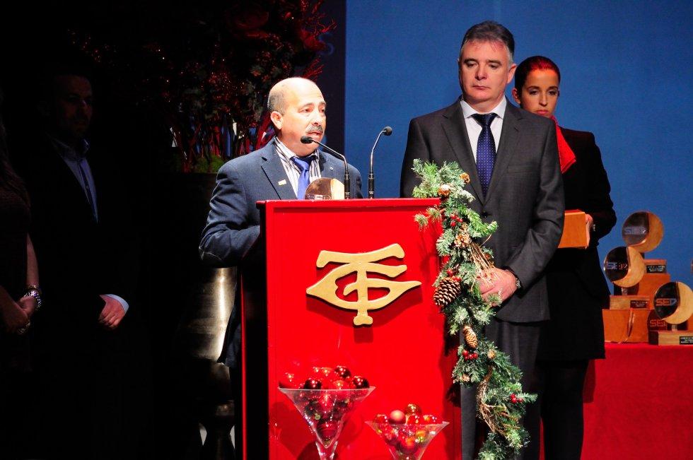 Antonio García, Director del León Ortega durante su discurso de agradecimiento. Recibió el premio de manos de Francisco José Romero, delegado del Gobierno andaluz en Huelva