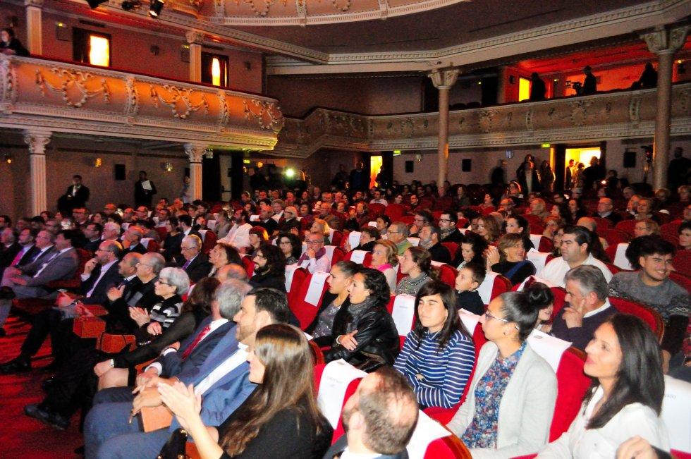 La ciudadanía llenó el Gran Teatro de Huelva