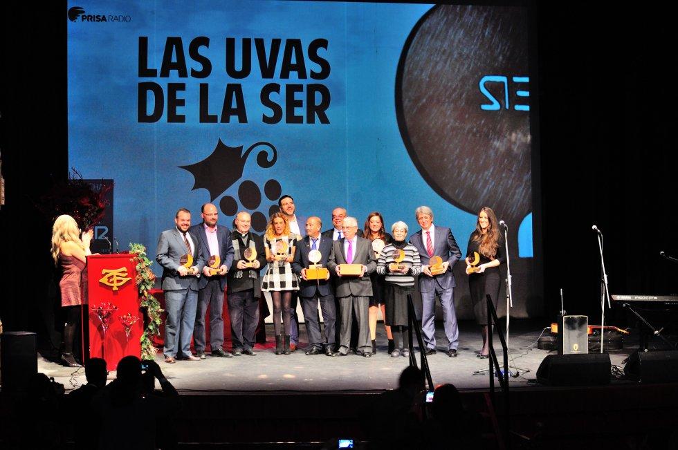De izquierda a derecha: Luis de Vega, Carlos Fonseca, Diego Capado, Miriam Báez, Xanty Elías, Antonio García, Ramón Linares, Juan Vázquez, Manuela Romero, Hermana Sandra, José Antonio Agüera y la cantaora Argentina.